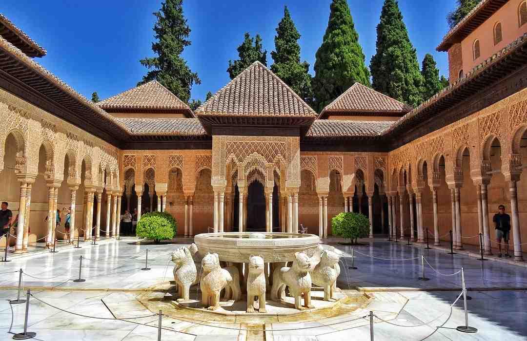 Alhambra Sarayı Aslanlı Avlu