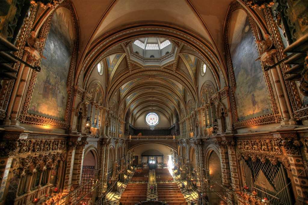 Santa Maria Montserrat Manastiri1