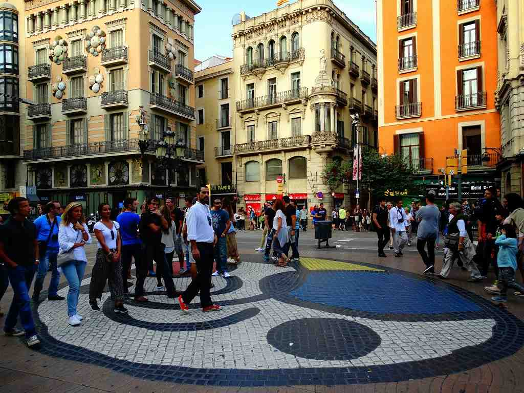 Barcelona Las Ramblas Caddesi, joan miro, şemsiyeli ev