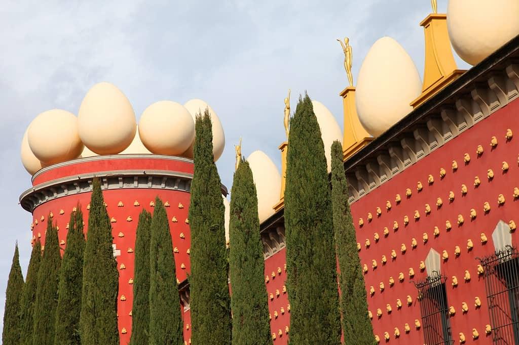 barselona'dan özel araç ve Türk rehberle Girona ve Dali Müzesine tur