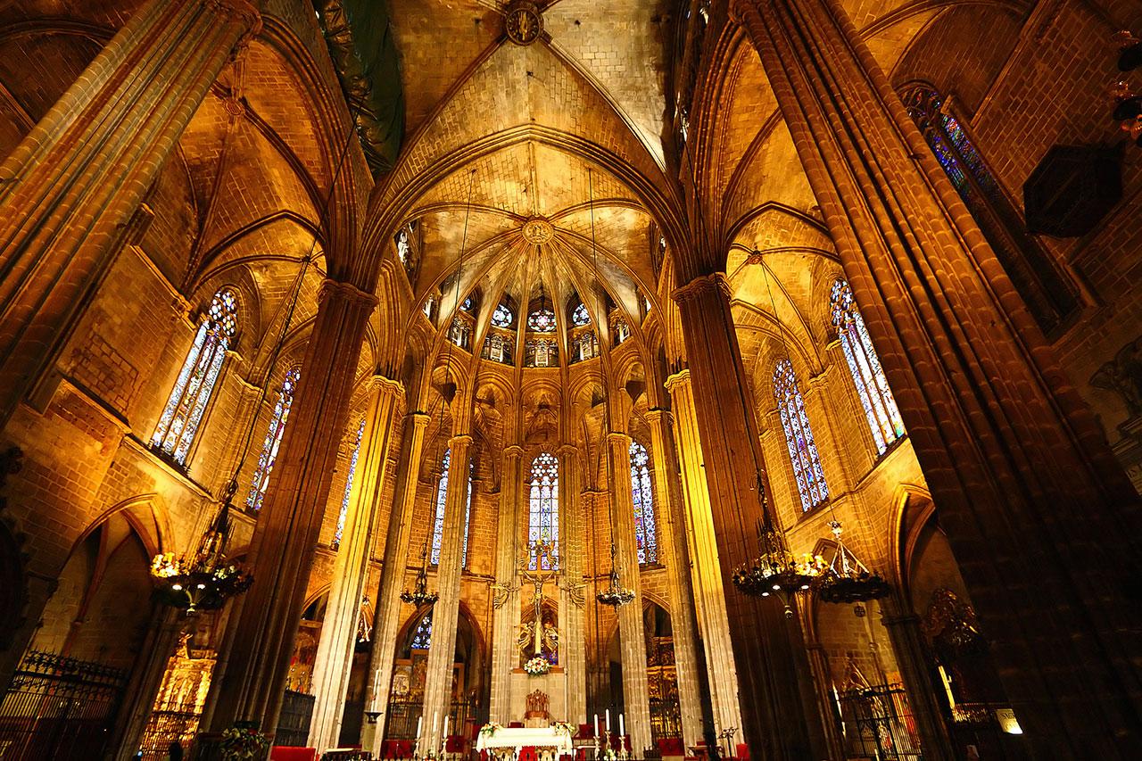 Barselona katedralinin içi