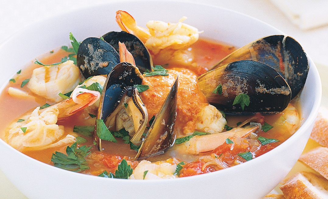 marsilya geleneksel deniz mahsullü çorba, bouillabaisse çorbası