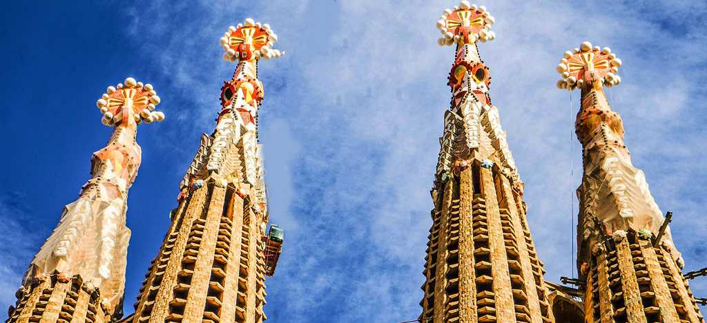 buying ticket for the towers of la sagrada familia