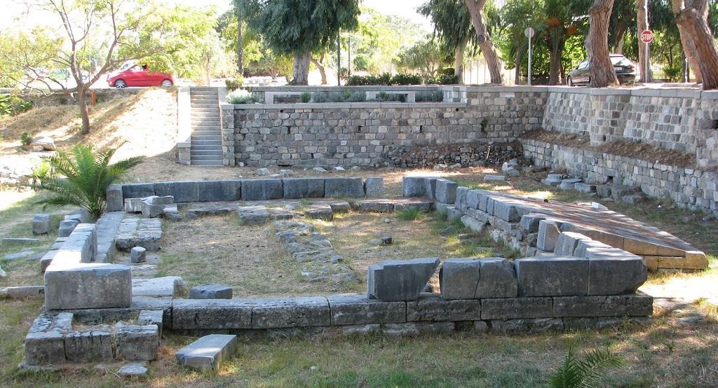 Dionisos Sunağı, kos adası