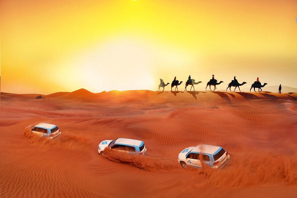 Aavikkosafari, kameli ratsastaai grilli suomenkielisellä oppaalla ja henkilöautolla