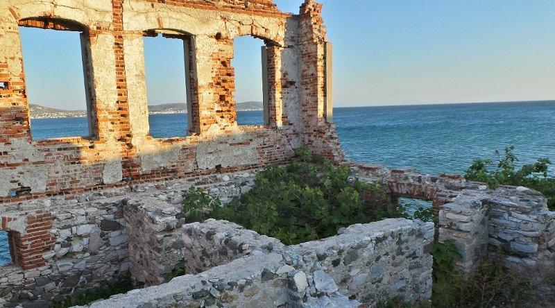 ekinlik adasındaki tarihi yerler, gezilecek yerler