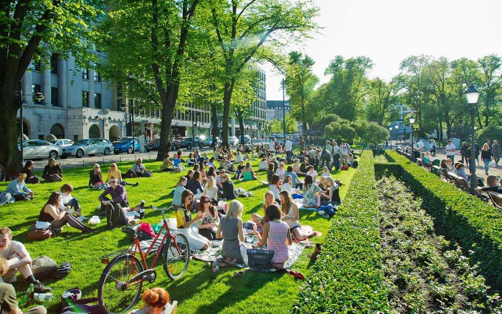 Helsinki Esplenadi Caddesi ve Parkı