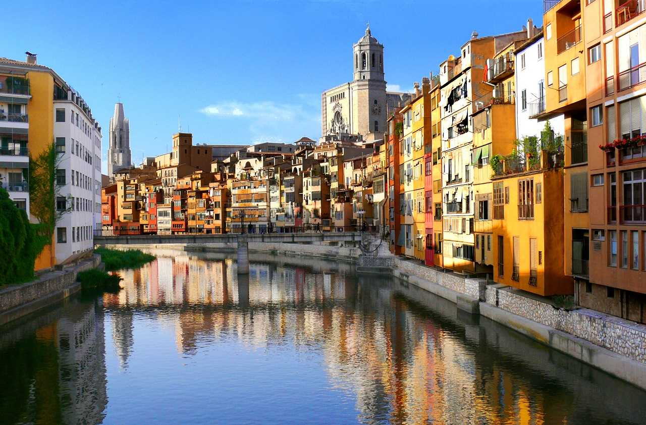 how to go to Girona and Figueres