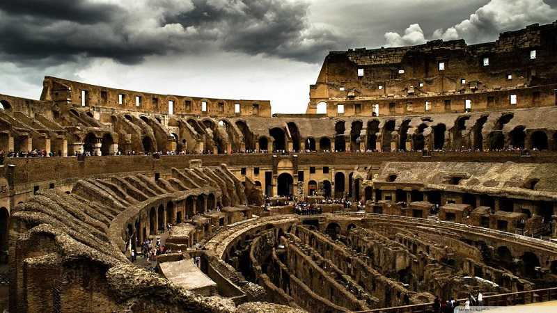 what is inside of colosseum in rome