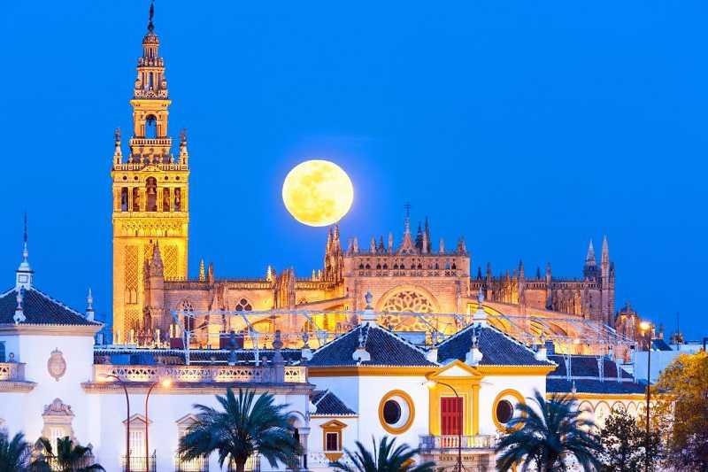 sevilla katedralinin kulesi, la giralda çan kulesi, minare