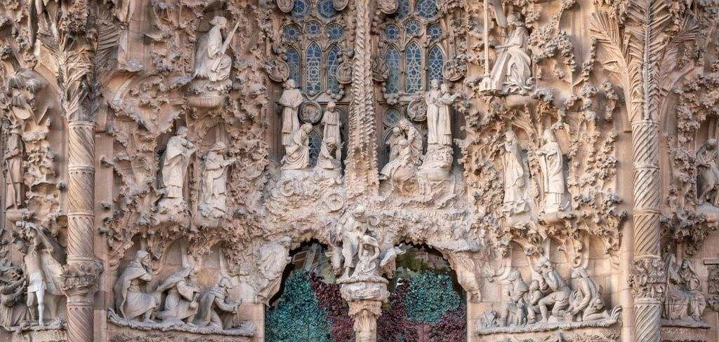 Gaudi's life and the history and architecture of la sagrada familia church