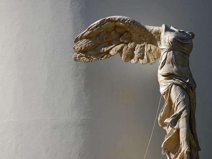 esculturas importantes en el museo de Louvre