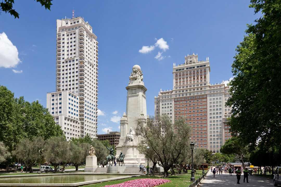 madrid plaza de espana, don kişot, servantes anıtı