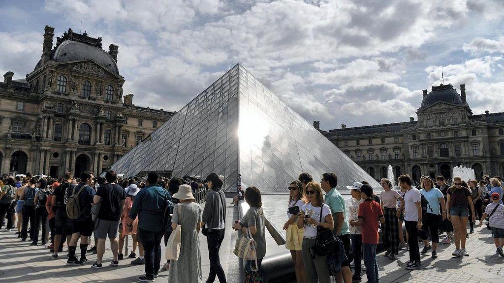 louvre müzesini türk rehberle gezin