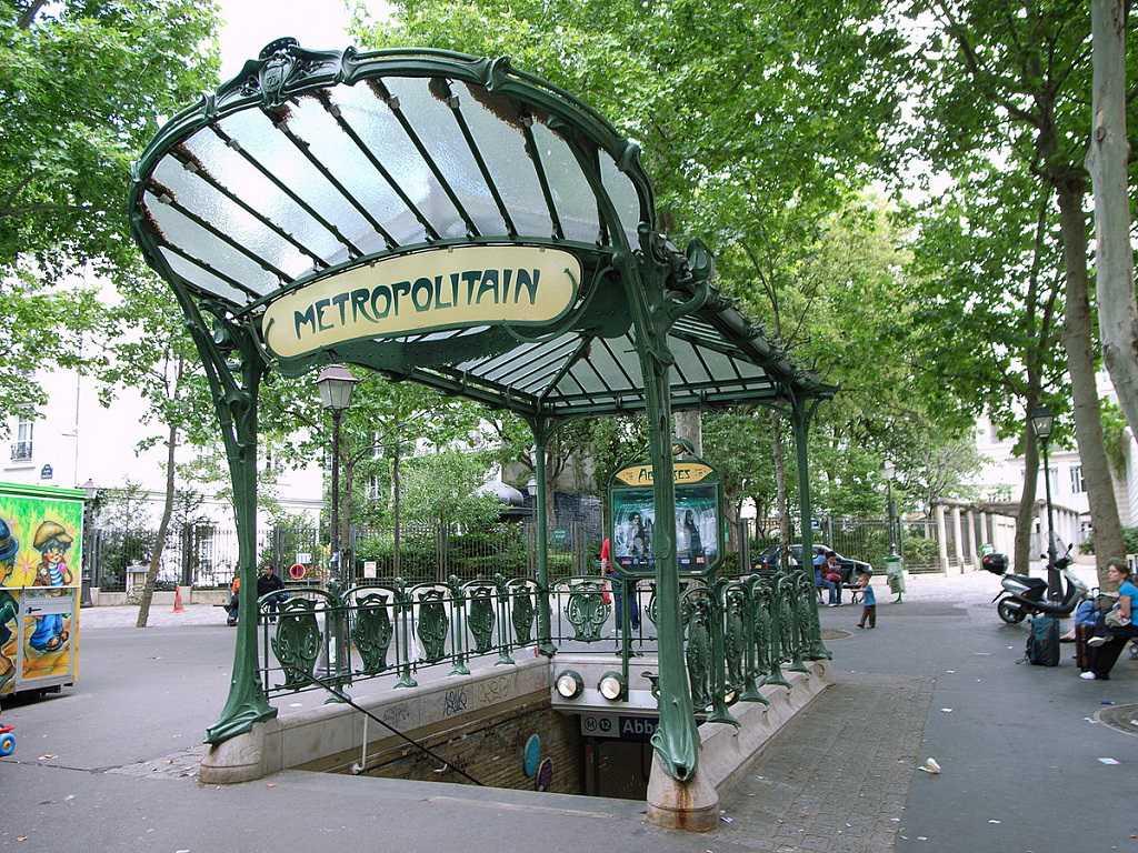 "Paris ""Metropolitan"" Metro Durağı Girişi"