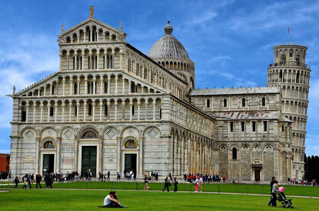 entrance to pisa cathedral and tower