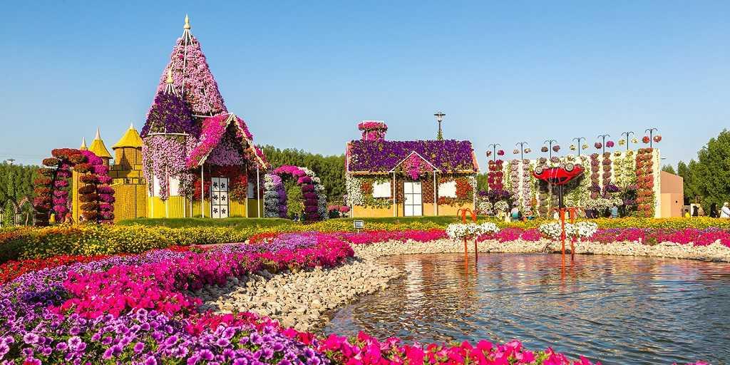 A Sheikh Mohammed palotája, a Dubai Keret, a Zabeel Park, az Emirates Mall & Ski Center, a Miracle Garden (a Guiness nyilvántartása), a Souk Medinat Jumeirah komplexum, a jegy és a Burj Al Khalifa látogatása, a Varázslatos Szökőkút Show