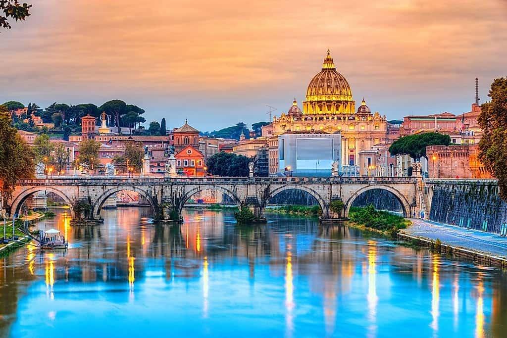 جولة خاصة في روما باللغة العربية. جولة في المدينة ، قم بزيارة مع مرشد سياحي يتحدث اللغة الهندية للفاتيكان والكولوسيوم وبومبي والرحلات إلى نابولي وتوسكانا