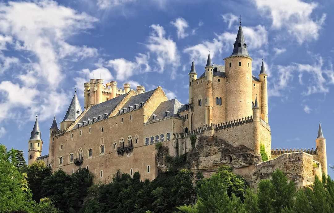 Segovia Alcazar Şatosu