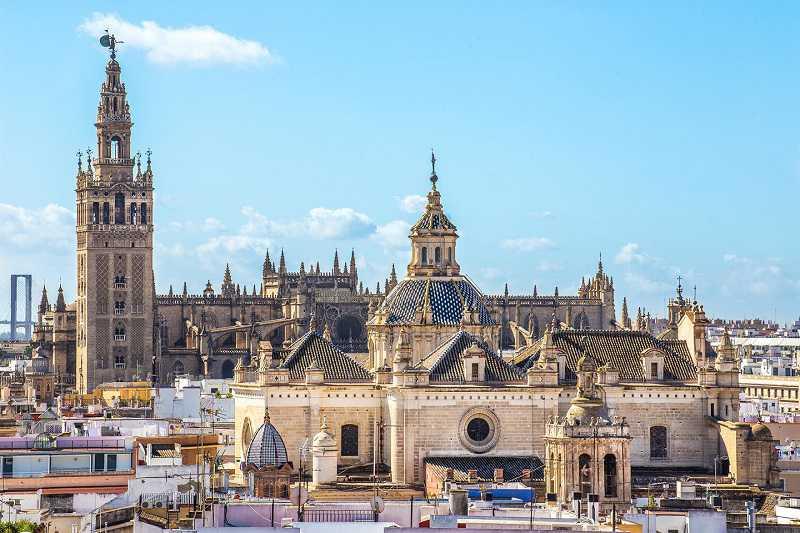 sevilla katedrali ve minaresi