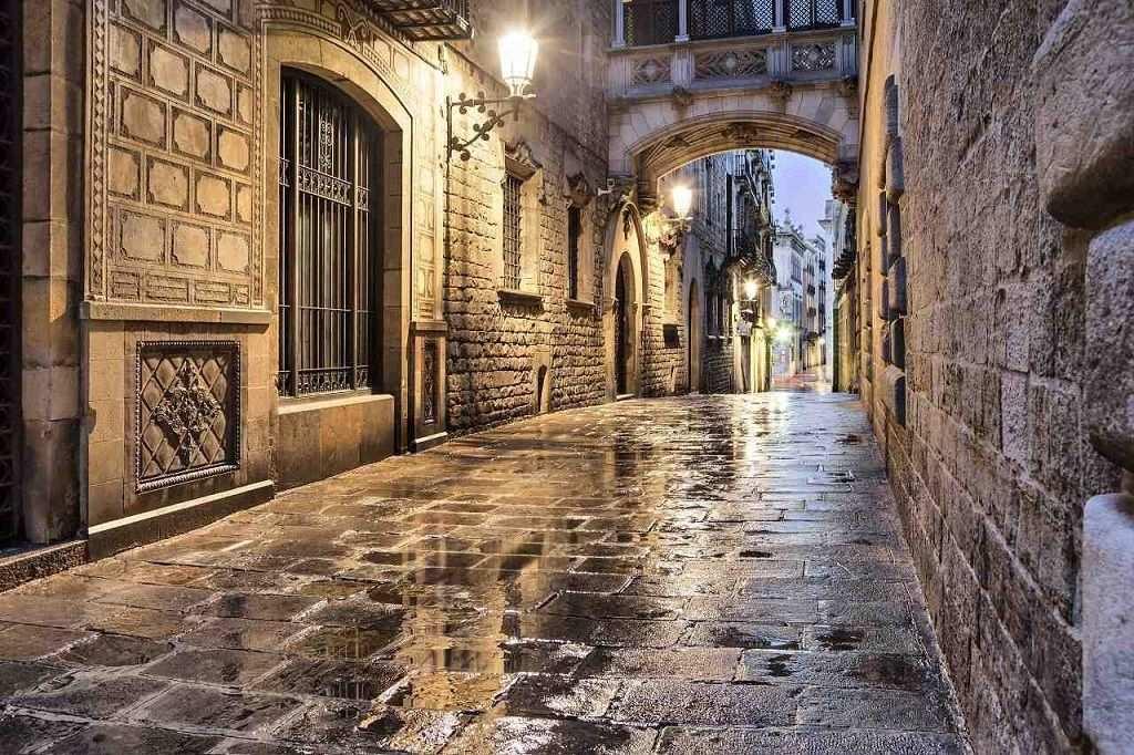 türkçe konuşan rehber ile barselona gotik mahalle