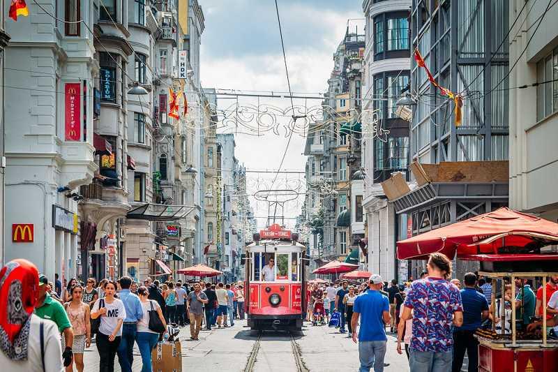 wandeling in Europese kant van Istanboel; Taksim, Istiklal Street, Boyoğlu, Pera